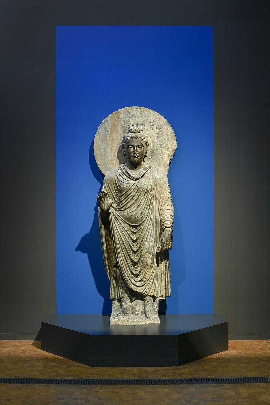 Buddha Shakyamuni from Pakistan, Gandhara region, Sahri Bahlol, 2nd/3rd century, Peshawar Museum. Photograph: Rainer Wolfsberger © Museum Rietberg