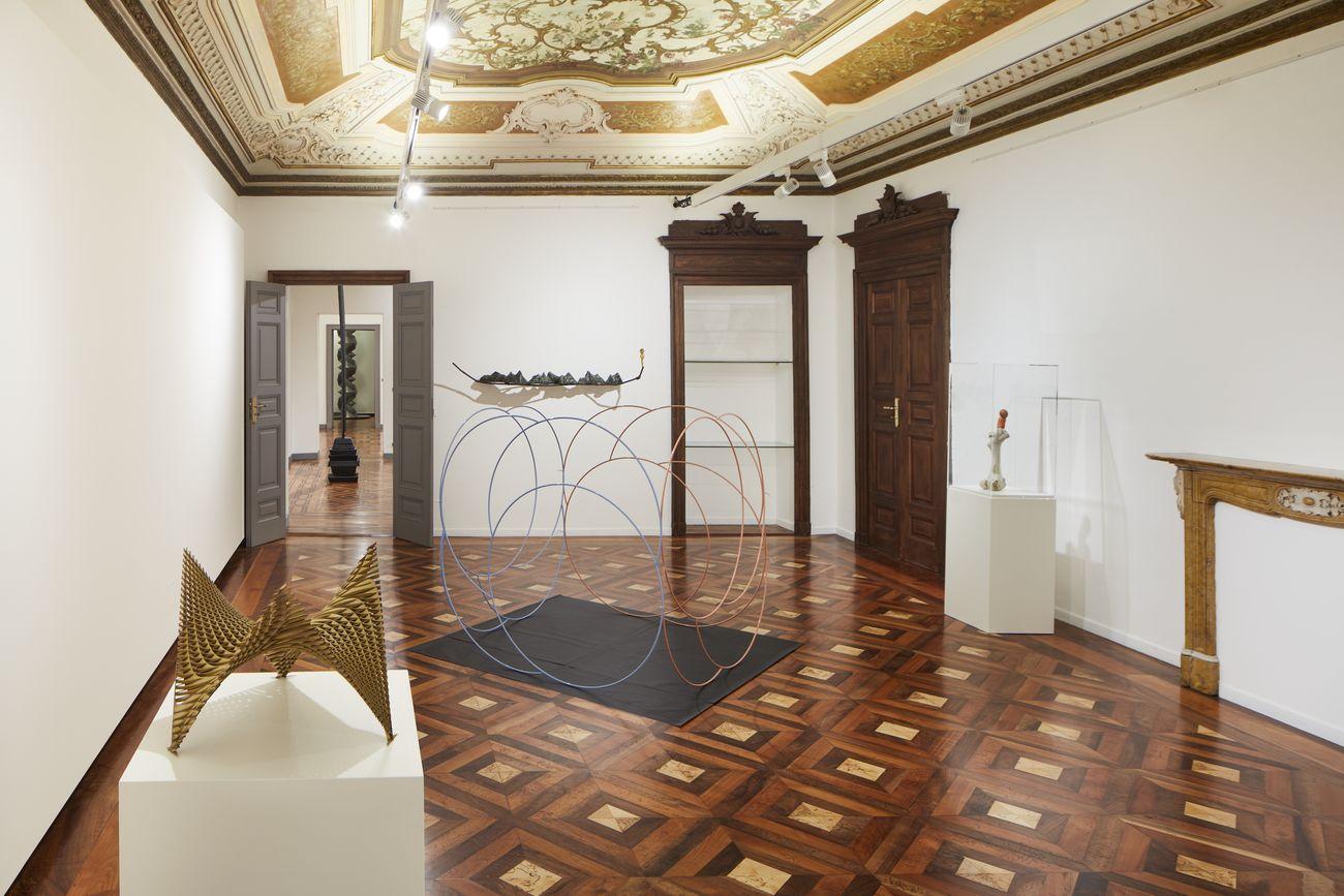 Equilibrium. Un'idea per la scultura italiana. Installation view at Mazzoleni, Torino 2018. Photo Agostino Osio, Alto Piano srl. Courtesy Mazzoleni, Londra-Torino