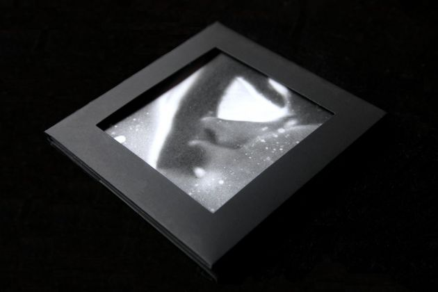 IIKKI 006, cd, Touch Dissolves 01 (Outside Front)