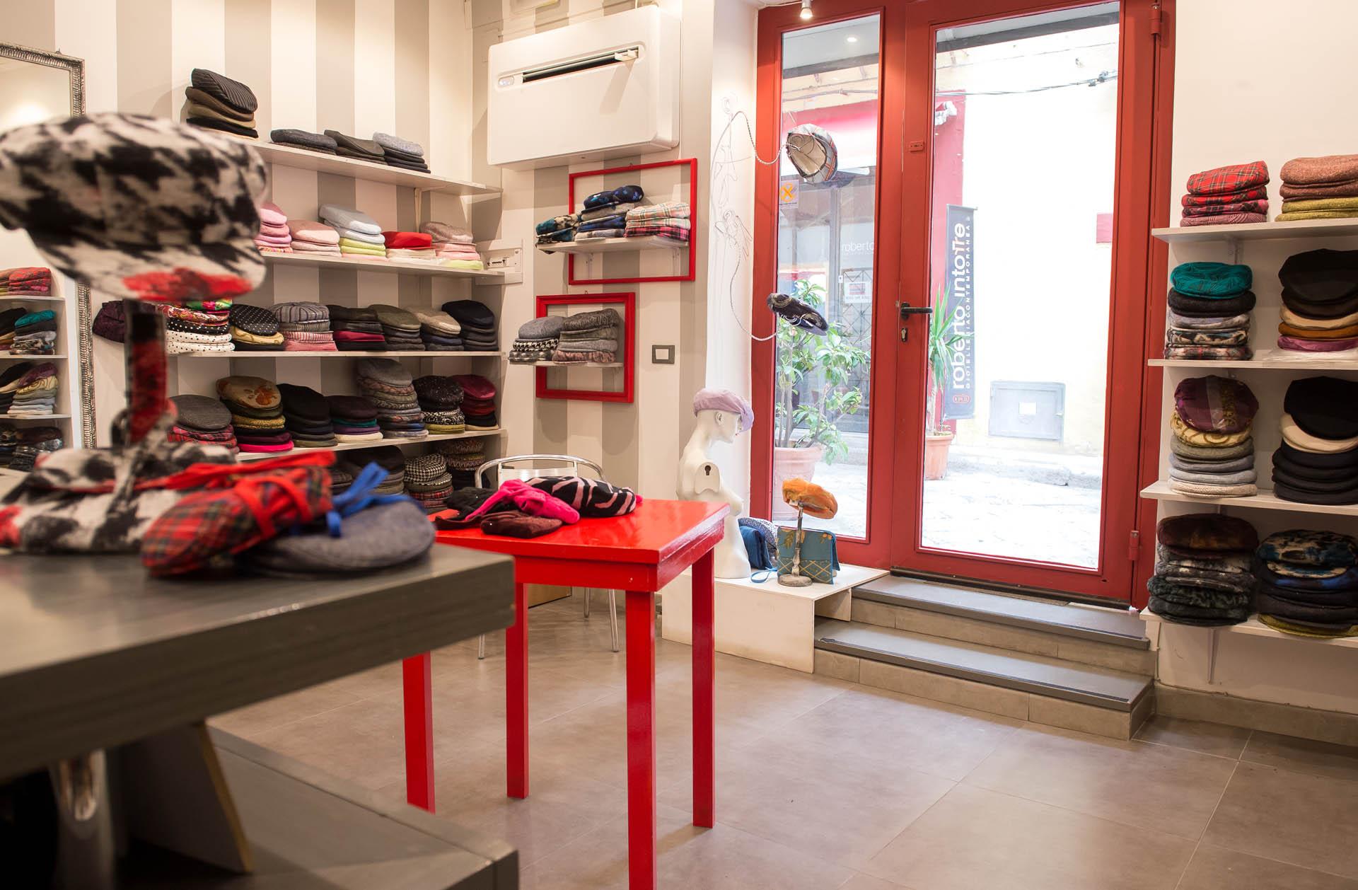 Il negozio de La Coppola Storta a Palermo