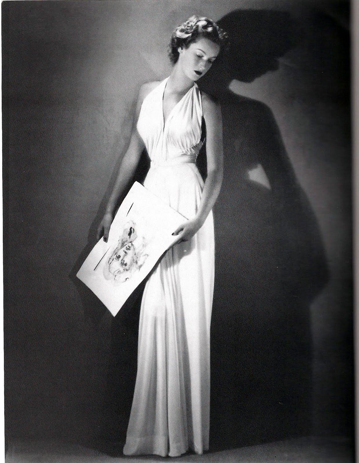 Marella Caracciolo Di Castagneto in un ritratto giovanile di Arturo Ghergo, abito di Federico Forquet, Vogue, 1945