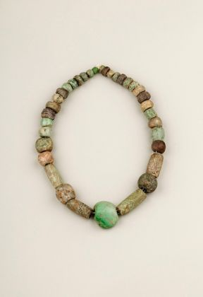 String of irregular Pre-Columbian jade beads with a central pendant carved as a fist. Probably excavated from a Maya site. © Diego Rivera and Frida Kahlo Archives, Banco de México, Fiduciary of the Trust of the Diego Rivera and Frida Kahlo Museums. (Photo: Javier Hinojosa, courtesy of V&A Publishing)