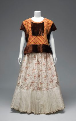 Velvet huipil with machine-embroidered chain stitch; cotton skirt with printed floral motifs and holán (ruffle). © Diego Rivera and Frida Kahlo Archives, Banco de México, Fiduciary of the Trust of the Diego Rivera and Frida Kahlo Museums. (Photo: Javier Hinojosa, courtesy of V&A Publishing)