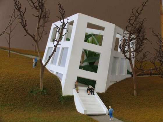 Work presented in the exhibition Bert Theis, Building Philosophy – Cultivating Utopia. 30.03.2019 – 25.08.2019, Mudam Luxembourg Bert Theis Pentagone 1 (Mudam-annex project), 2004, Model Foam board, artificial grass and plants 34 x 70 x 50 cm Project for a permanent installation for the Park Dräi Eechelen, Luxembourg (unrealised) Collection Mariette Schiltz © Photo: Bert Theis