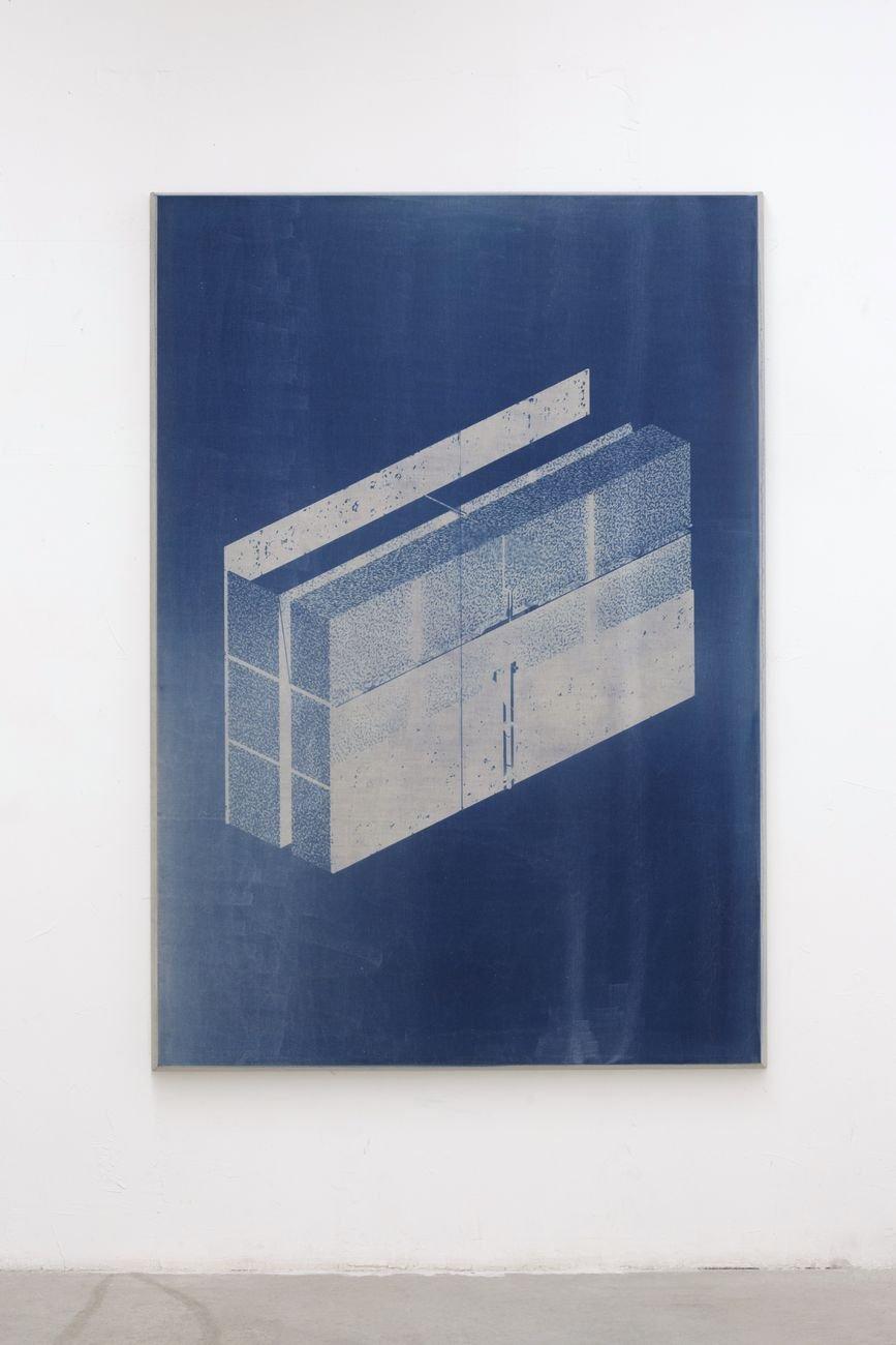 Andrea Bocca, Untitled, 2019, cianotipia su lino, legno, 161 x 226 x 8 cm. Photo Nicolò Chiodin