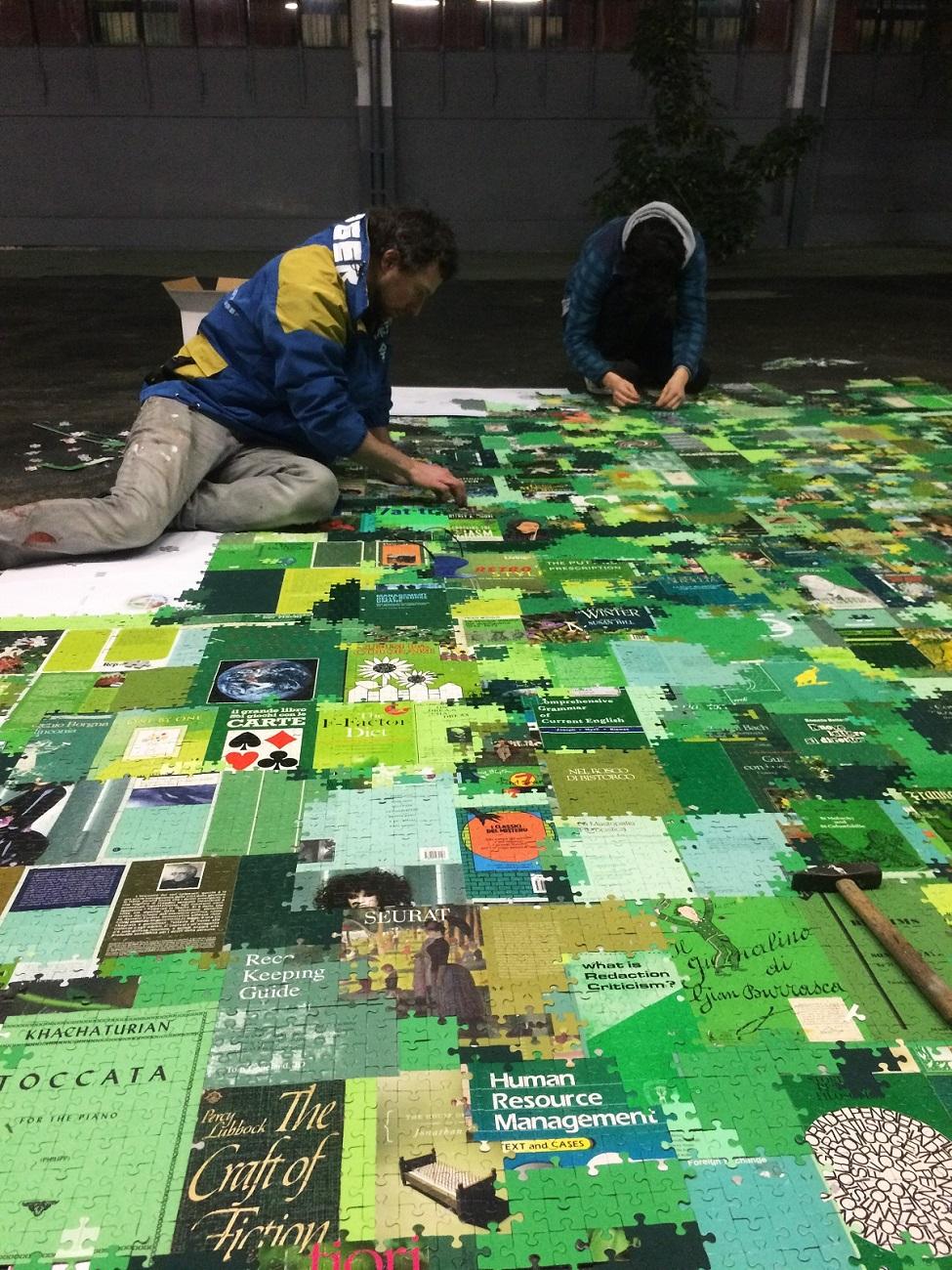 Andrea Mastrovito, Babel, 2019, installazione ambientale, materiali vari (work in progress). Assab One, Milano