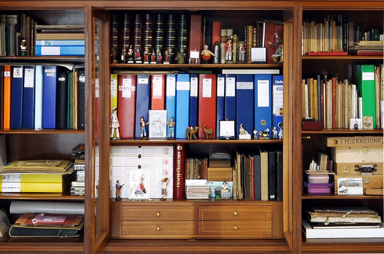 Collezione Bonelli. Libreria–archivio contenente migliaia di testimonianze ascrivibili alle venti aree tematiche. Photo credits Angelo Marra