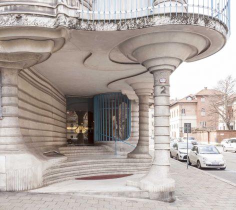 Jaretti e Luzi, Palazzo dell'Obelisco, Torino. L'ingresso. Photo Lucio Beltrami. Courtesy Gangemi Editore