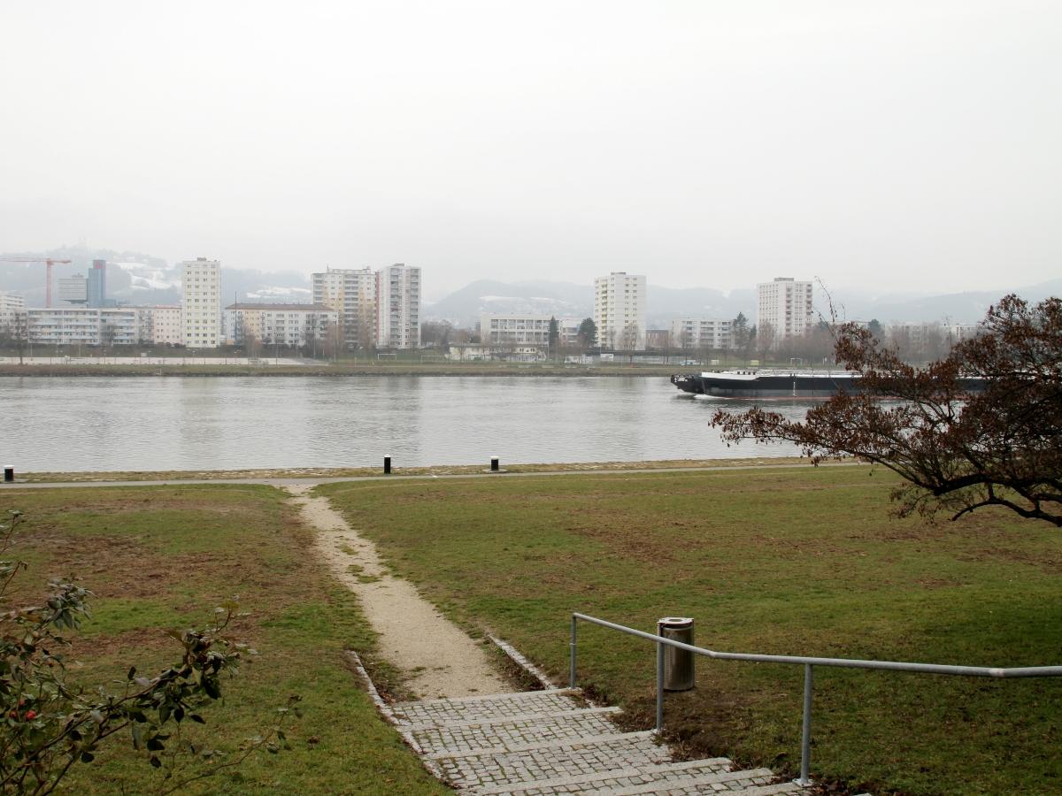 LINZ FMR 19 - Donaulände