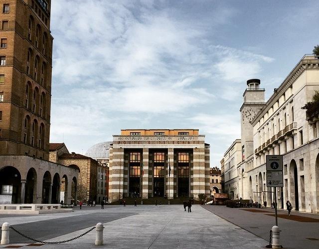 Marcello Piacentini, Piazza della Vittoria, Brescia. Via Wikipedia
