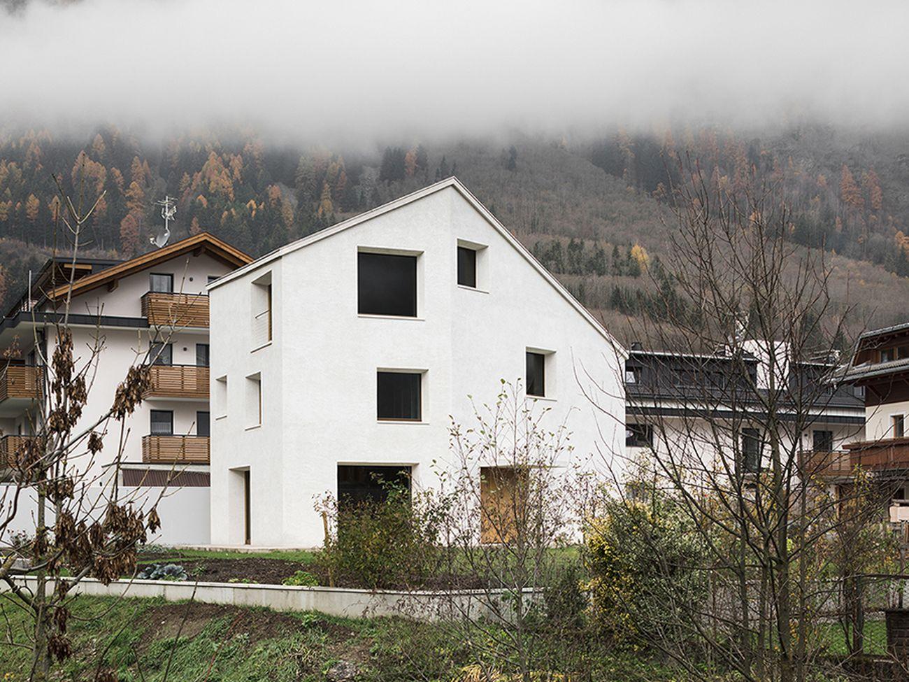 Pedevilla Architekts, Casa al Rio Molino. Photo Perbellini. Courtesy Fondazione dell'Ordine degli Architetti di Bolzano