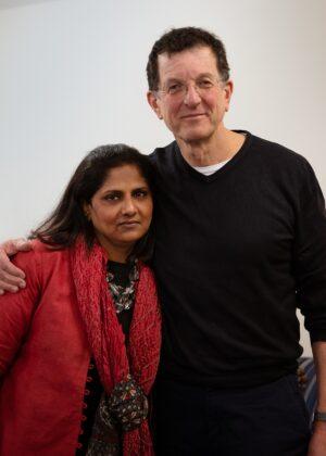 Priyamvada Natarajan e Antony Gormley Courtesy of Acute Art