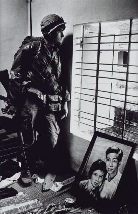 The Battle for the City of Hue, South Vietnam, US Marine Inside Civilian House 1968 Don McCullin alla Tate Britain