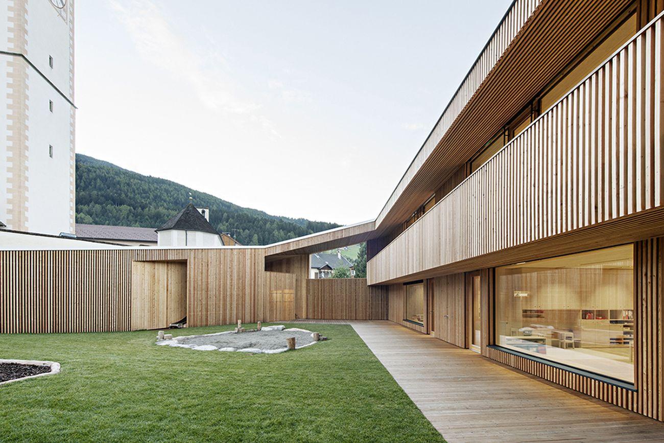 feld72 Architekten, Kindergarten Niederolang, Asilo a Valdaora di Sotto. Photo © Hertha Hurnaus. Courtesy Fondazione dell'Ordine degli Architetti di Bolzano