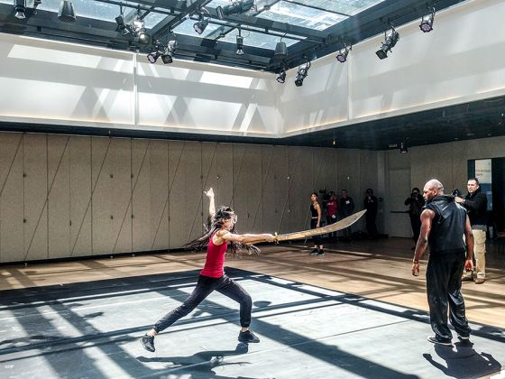 Prove per Dragon Spring Phoenix Rise all'interno di The Tisch Skylight. Foto: Maurita Cardone