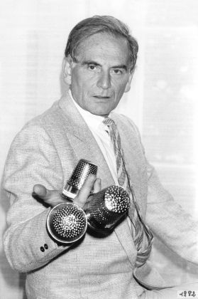 Cardin with his three Golden Thimble awards, 1982. Photo courtesy of Archives Pierre Cardin. © Archives Pierre Cardin