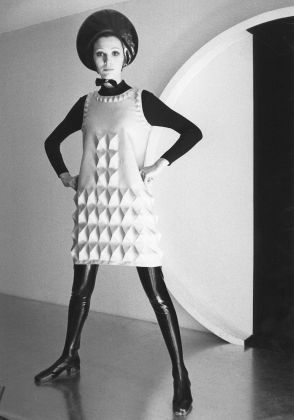 Cardine dress, 1968. Photo courtesy of Archives Pierre Cardin. © Archives Pierre Cardin