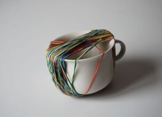 Ermanno Cristini, To be late with white cup one, 2016, elastici su tazza, 10x10x7 cm. PROGR, Berna