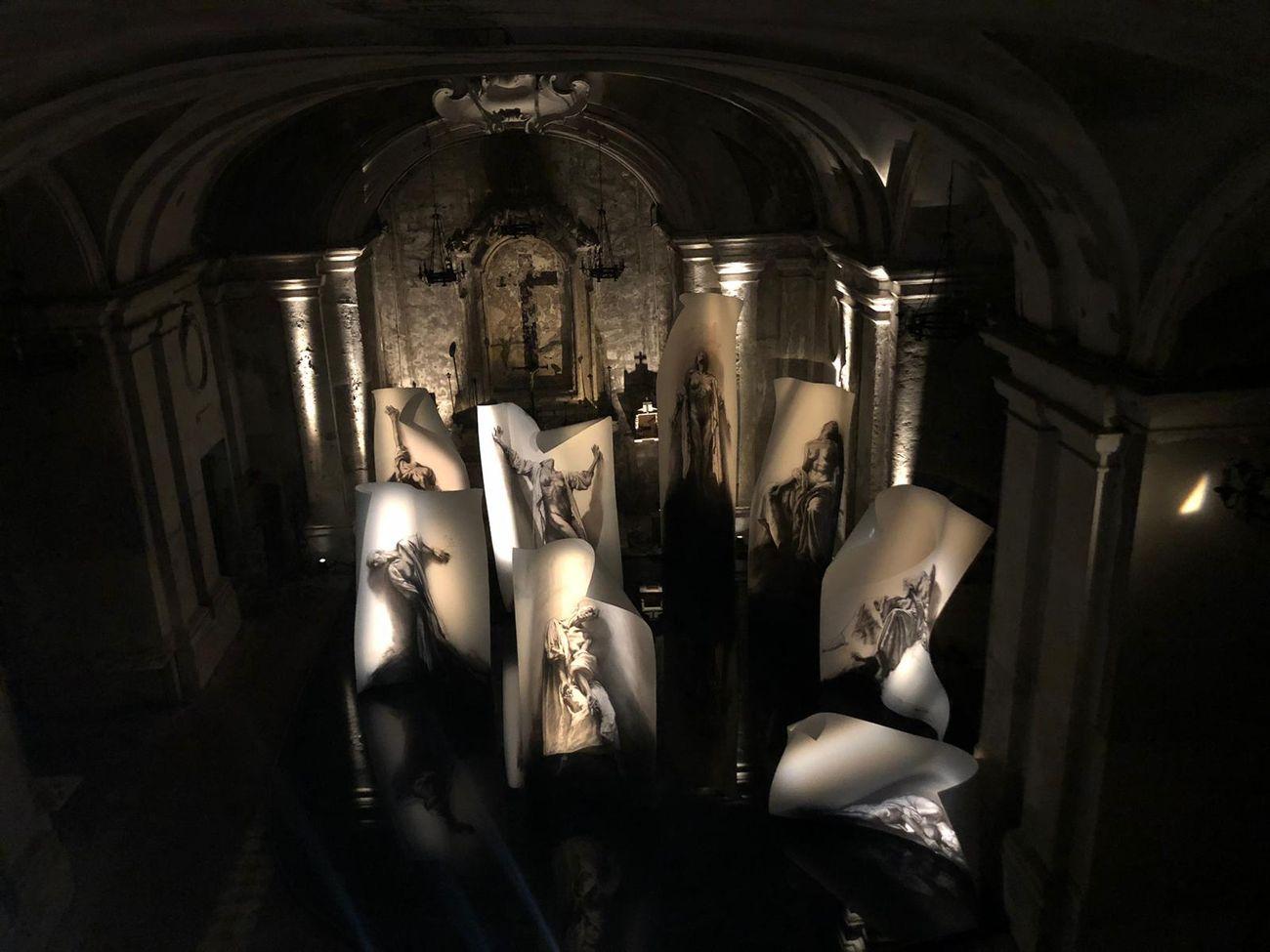 Ernest Pignon-Ernest. Extastes. Installation view at Ipogeo della Chiesa di Santa Maria delle Anime del Purgatorio ad Arco, Napoli 2019. Photo credits Giuliana Calomino