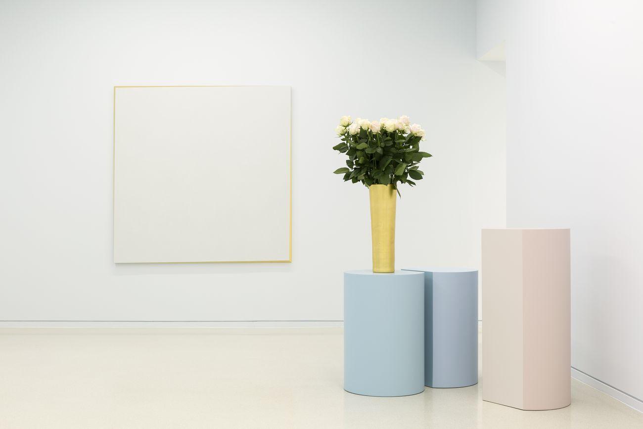 Ettore Spalletti. Ombre d'azur, transparence. Installation view at Nouveau Musée National de Monaco – Villa Paloma, 2019. Photo Werner Hannappel, VG Bildkunst Bonn 2019