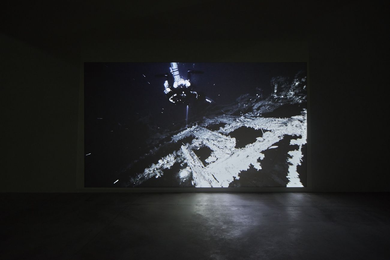 Giorgio Andreotta Calò, Senza titolo (Jona), 2019. Installation view at Pirelli HangarBicocca, Milano 2019. Commissioned and produced by Pirelli HangarBicocca. Courtesy of the artist and Pirelli HangarBicocca. Photo Agostino Osio