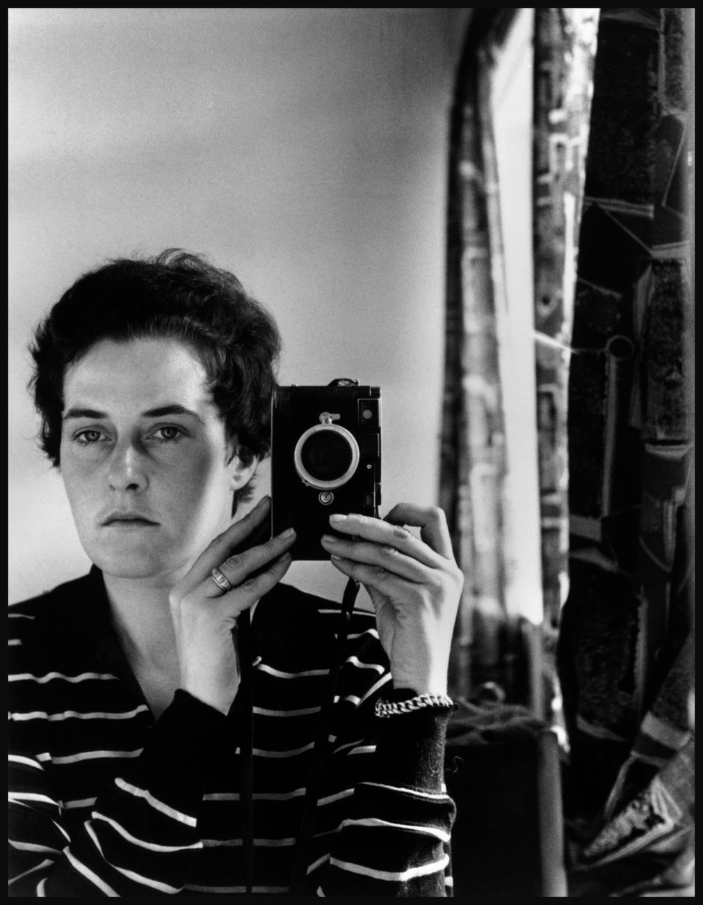 Inge Morath, Autoscatto, Gerusalemme, 1958 © Fotohof archiv - Inge Morath - Magnum Photos
