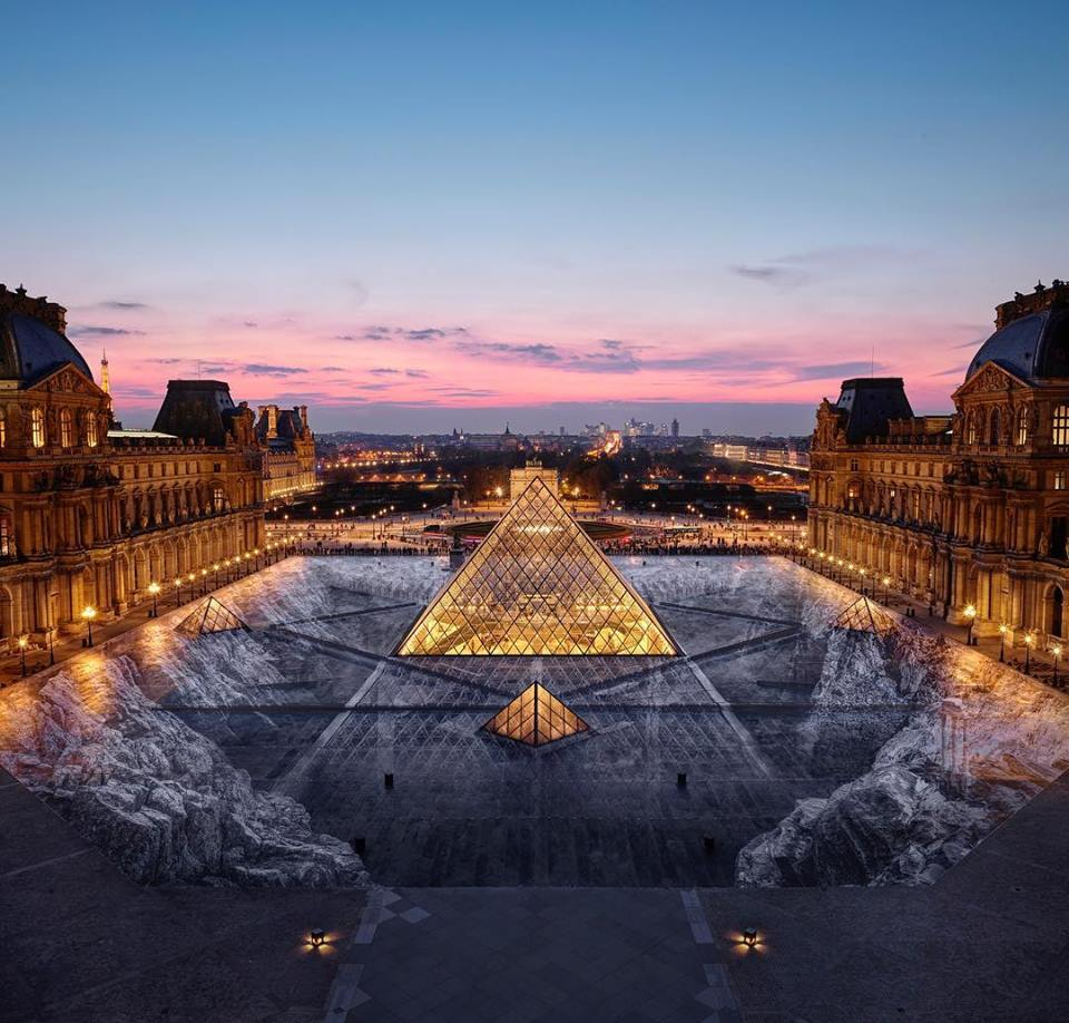 JR, l'intervento sulla Piramide del Louvre, Parigi 2019