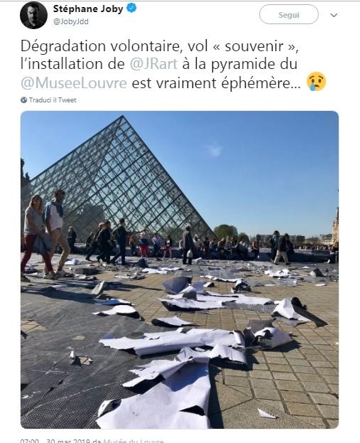 L'opera di JR distrutta, nel tweet del giornalista Stéphane Joby