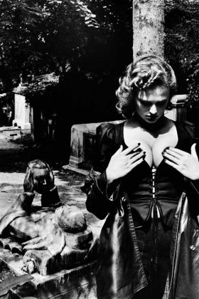 Helmut Newton Fashion Yves Saint Laurent Père Lachaise Paris 1977 copyright-Helmut Newton Estate