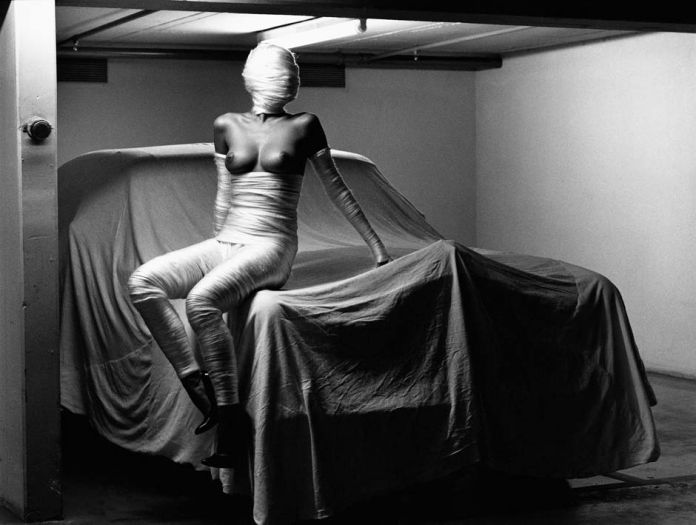 Helmut Newton In my garage_Monte Carlo 1986_copyright Helmut Newton Estate