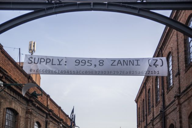 Carlo Zanni, Actual Supply, 2019. Banner, font Arnold by Philipp Neumeyer. Tu vs Everybody, 2019, Venezia. Photo Credit Maria Giovanna Sodero