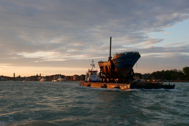 Christoph Büchel, Barca Nostra, Venezia, 2019. The migrant shipwreck of 18 April 2015 being transported from the Pontile Marina Militare di Melilli (NATO) to the Arsenale in Venice, Italy. Photo © BARCA NOSTRA