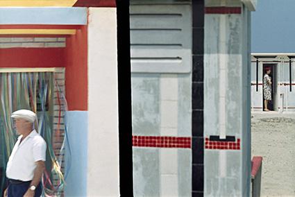 Franco Fontana, Riccione, 1961, Stampa Colour Fine Art Giclée, Hahnemuhle Baryta FB 350 gsm su Dibond. 200x136 cm Copyright Franco Fontana. Courtesy Franco Fontana Studio
