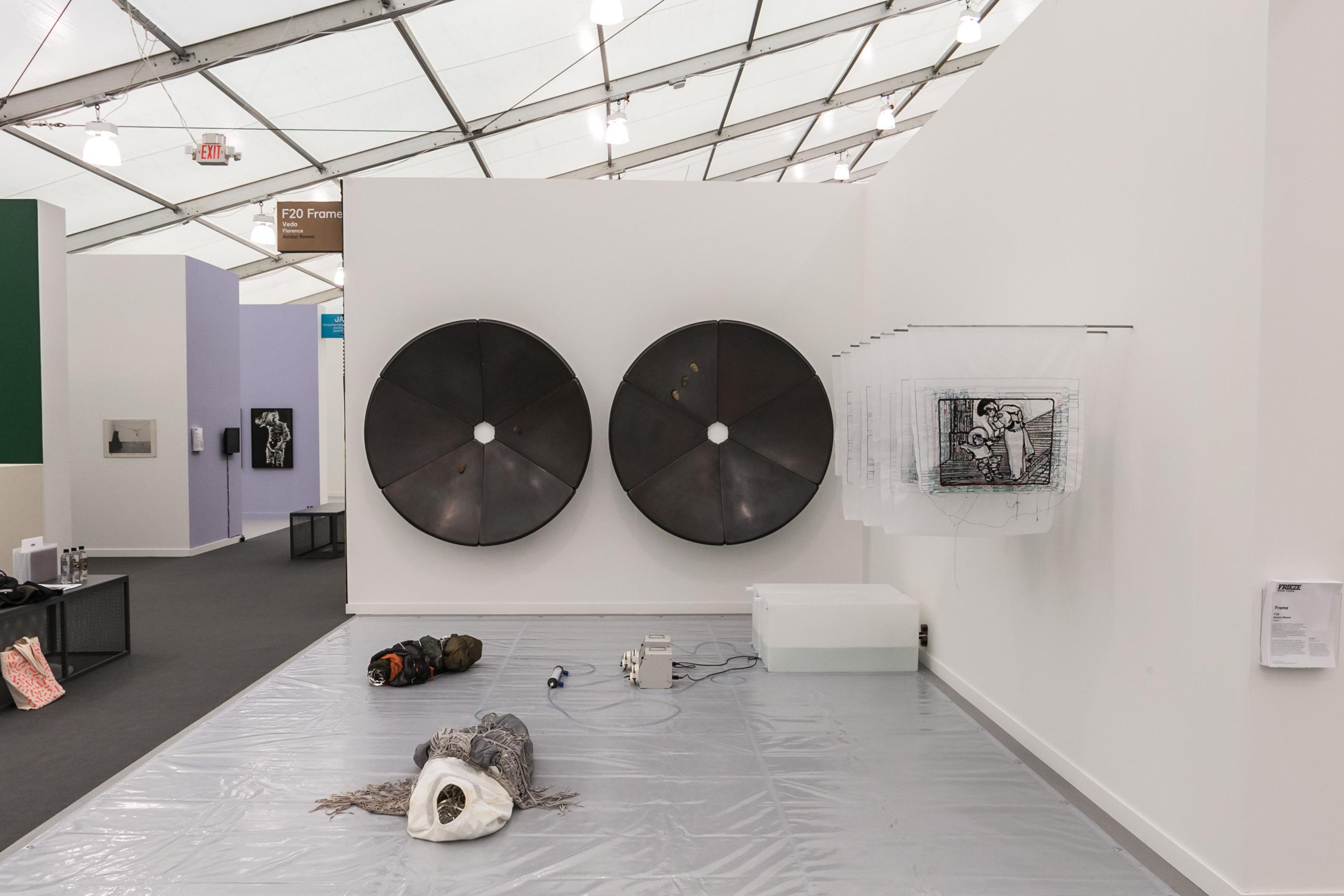 Lo stand della Galleria Veda a Frieze New York, 2019