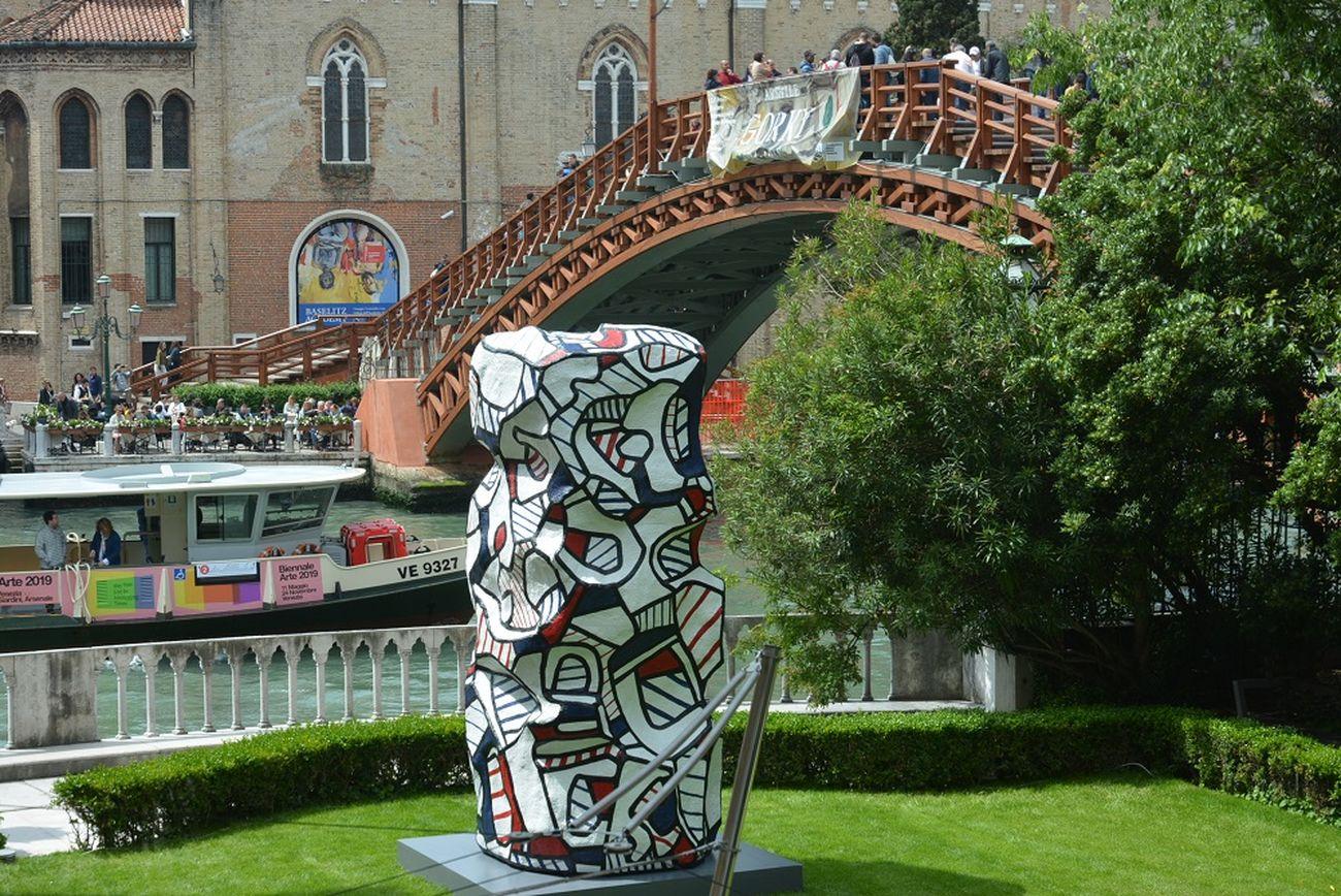 Jean Dubuffet, Tour aux récits, 1973 (ampliamento 2007). Palazzo Franchetti, Venezia 2019. Photo Linda Kaiser