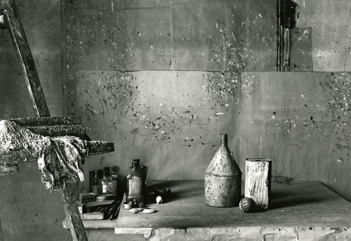 Lo studio bolognese fotografato da Paolo Monti nel 1981. Fondo Paolo Monti, BEIC