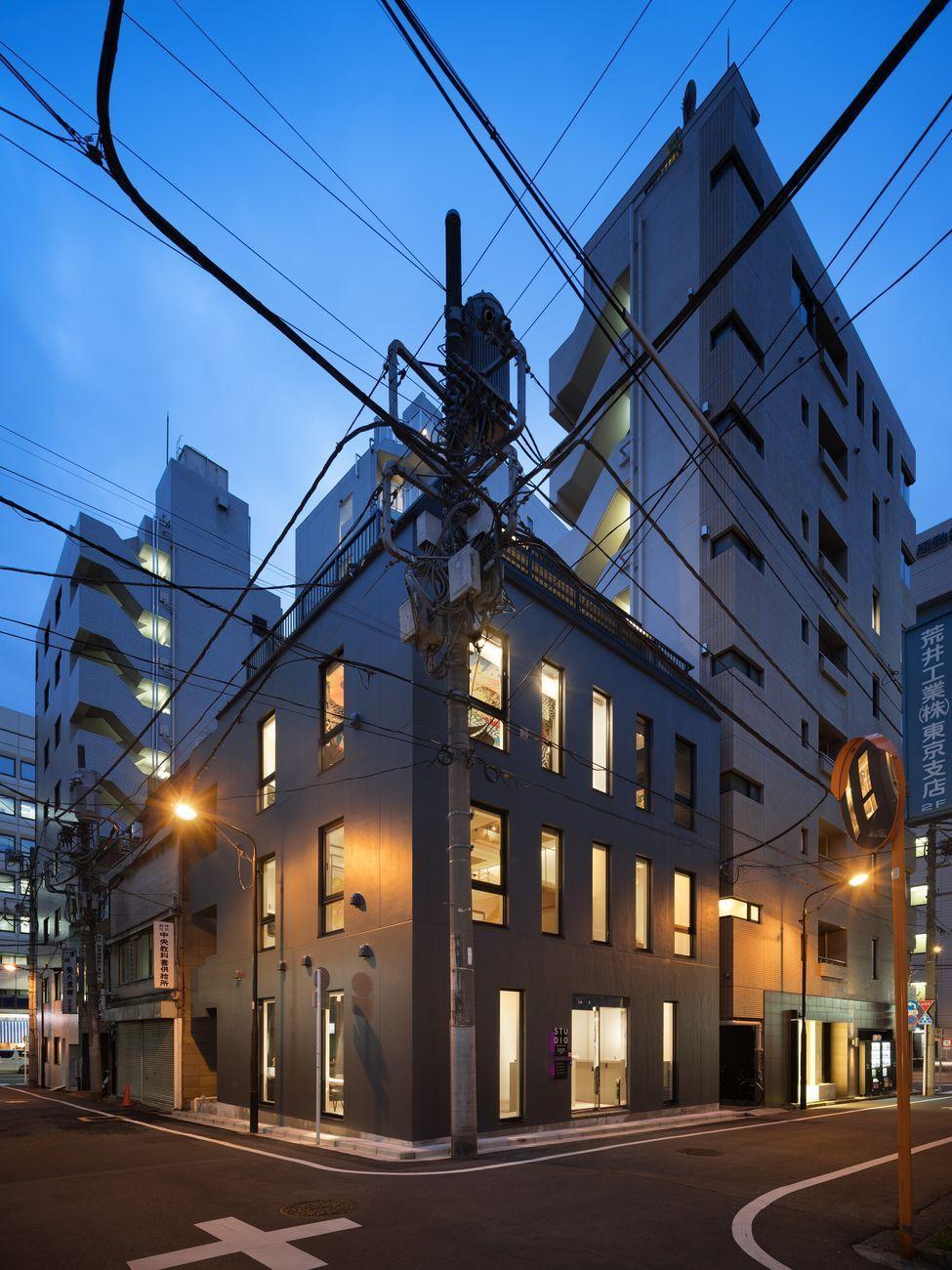 Artist Hotel – BnA Studio Akihabara. Photo Tomooki Kengaku
