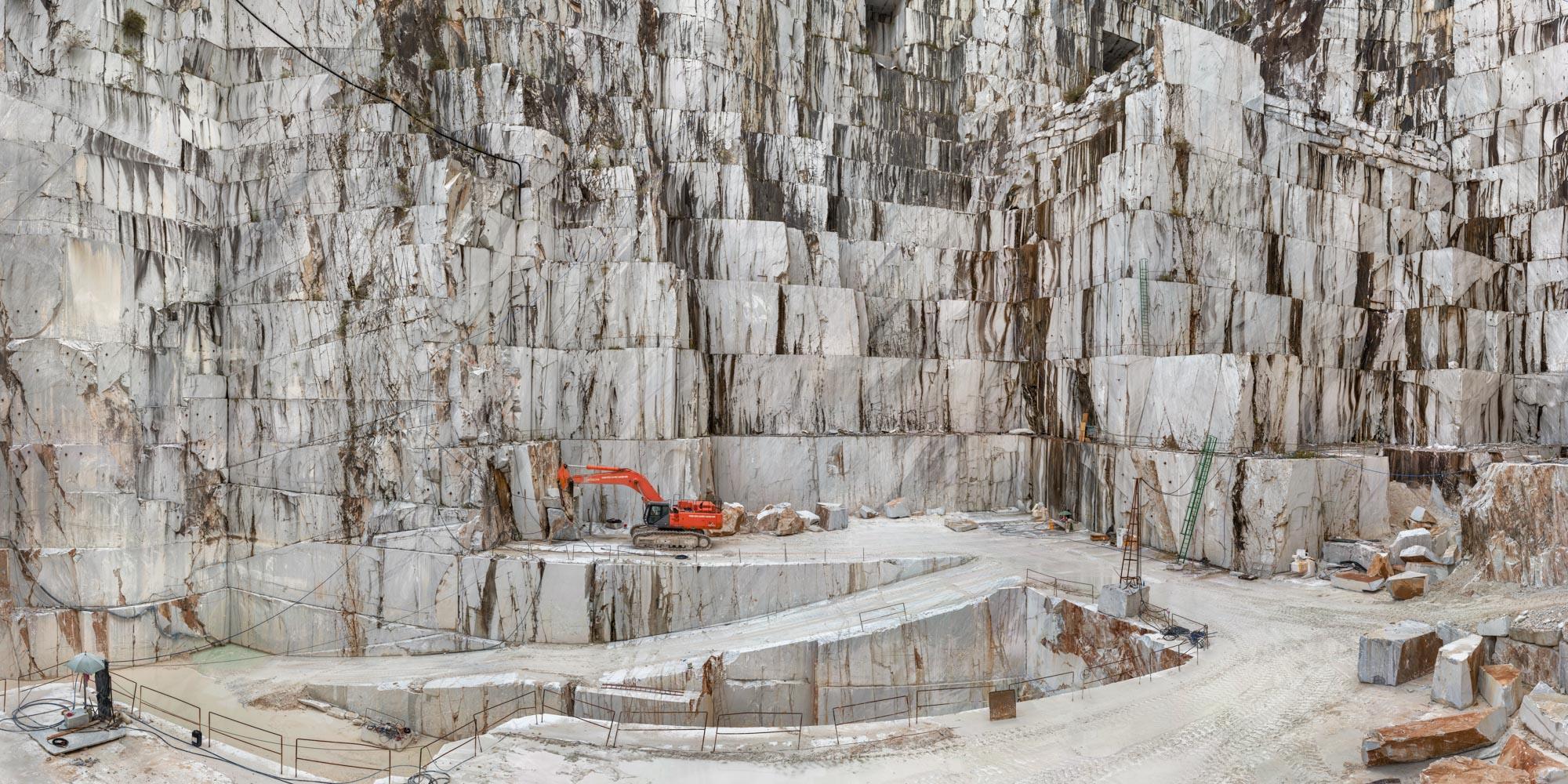 Edward Burtynsky, Carrara Marble Quarries, Cava di Canalgrande #2, Carrara, Italy, 2016 © Edward Burtynsky. Courtesy Admira Photography, Milano & Nicholas Metivier Gallery, Toronto