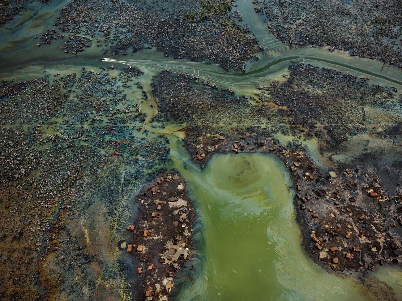 Edward Burtynsky, Oil Bunkering #4, Niger Delta, Nigeria, 2016 © Edward Burtynsky. Courtesy Admira Photography, Milano & Nicholas Metivier Gallery, Toronto
