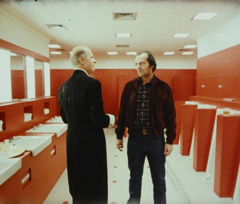 Grady (Philip Stone) e Jack Torrance (Jack Nicholson) in The Shining (1980) di Stanley Kubrick © Warner Bros. Entertainment Inc.