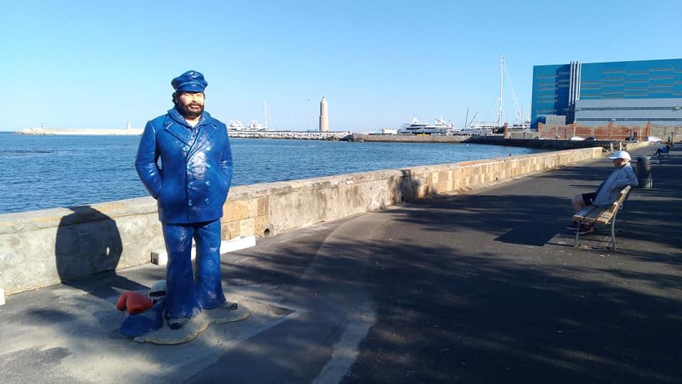 La statua di Bud Spencer sul lungomare di Livorno