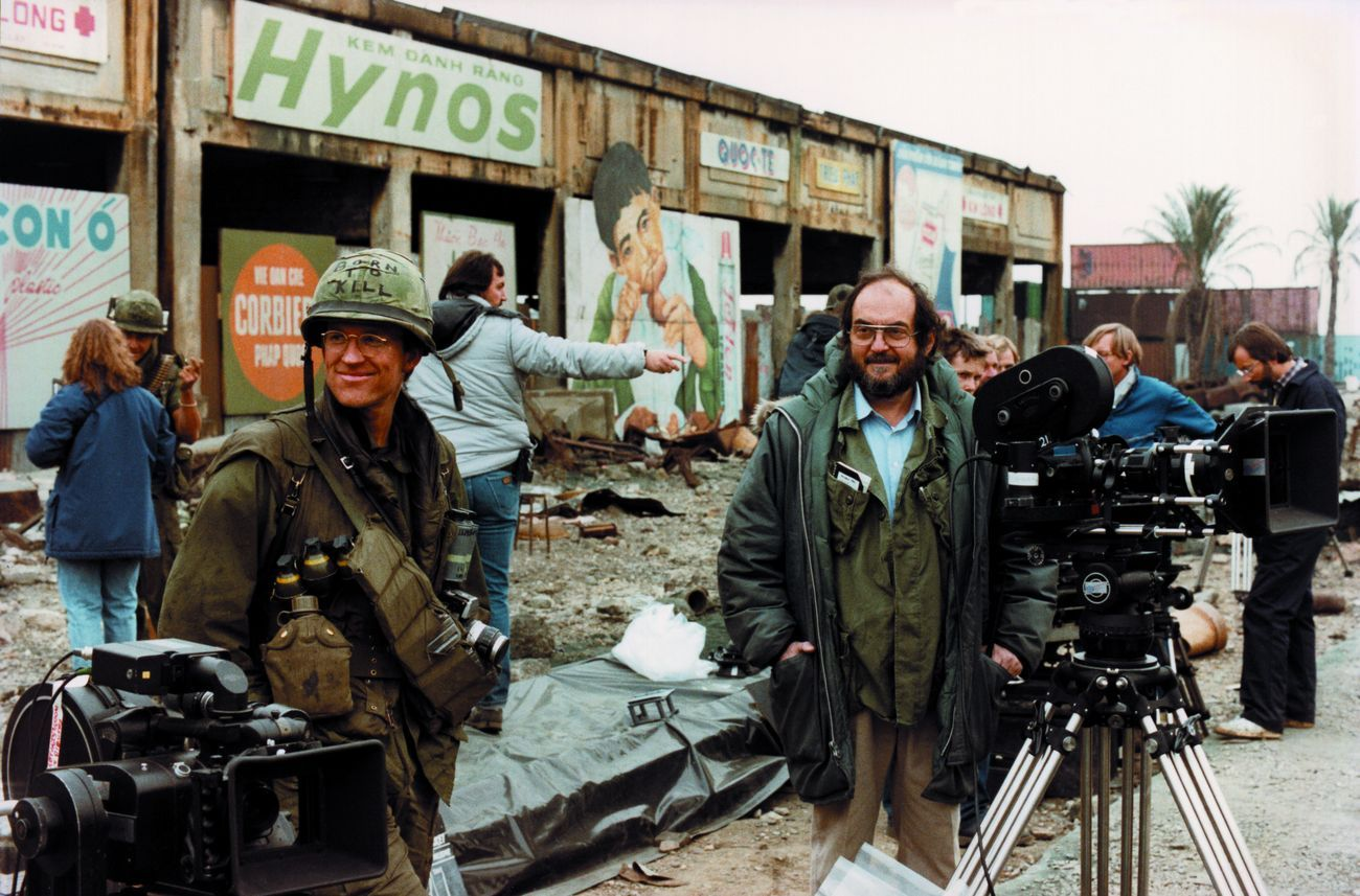 Matthew Modine e Stanley Kubrick sul set di Full Metal Jacket (1987) © Warner Bros. Entertainment Inc.