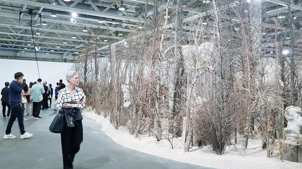 Vajiko Chachkhiani e sullo sfondo Monica Bonvicini, Unlimited, Art Basel 2019