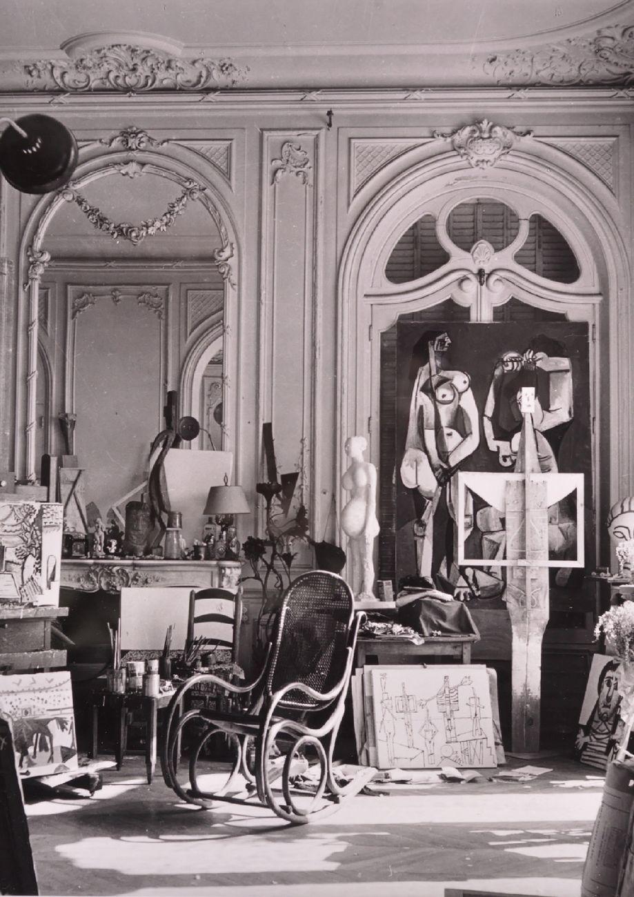 """André Villers, Atelier nella villa di Picasso """"La Californie"""", Cannes © André Villers, VEGAP, Barcelona 2019 © Sucesión Pablo Picasso, VEGAP, Madrid 2019"""