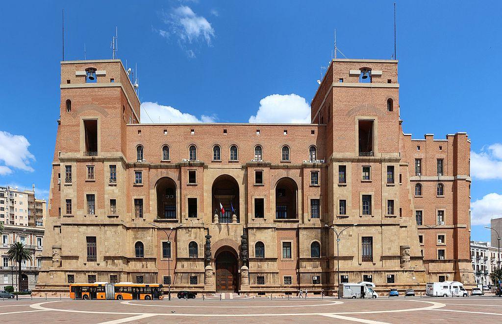 Armando Brasini, Palazzo del Governo, Taranto. Photo Sailko, via Wikimedia