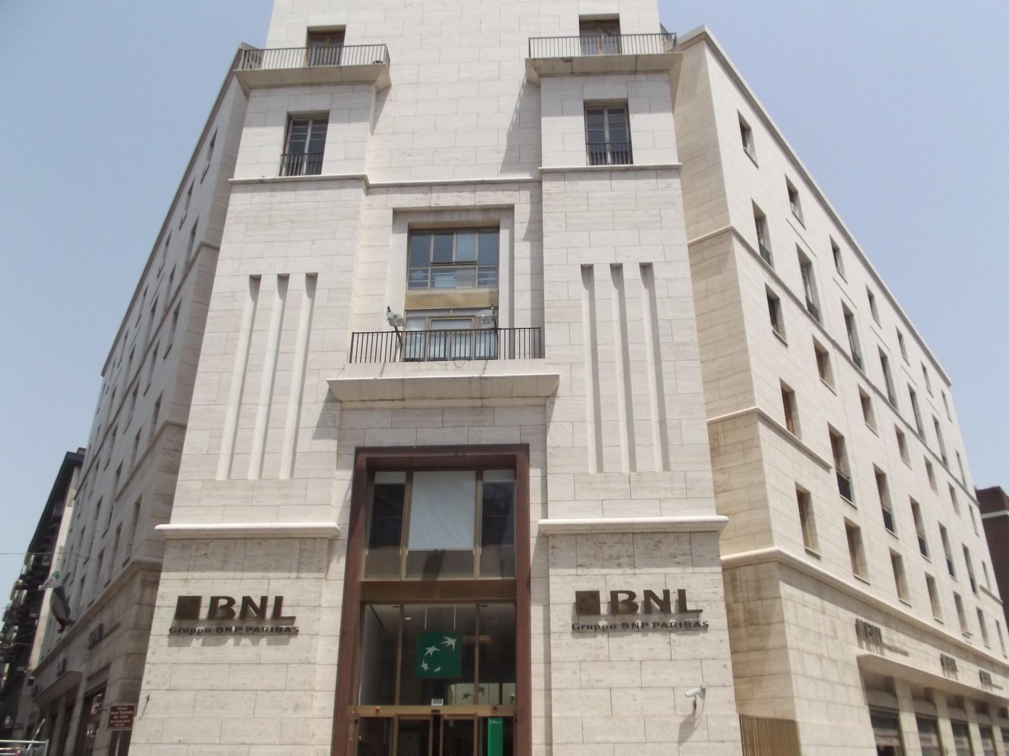 Armando Brasini, Palazzo della Banca Nazionale del Lavoro, Napoli. Photo Elliott Brown via Flickr, luglio 2012