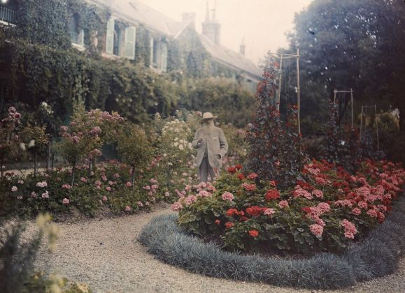 Claude Monet in front of his house in Giverny, 1921, Musée d'Orsay, Paris