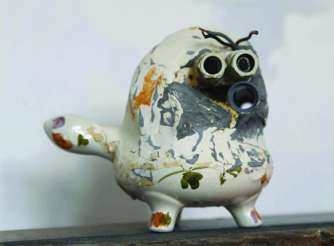 Francesca Ferreri, Eterocronie, 2018, frammenti ceramici, gesso, pigmenti, courtesy dell'artista e galleria Alberto Peola
