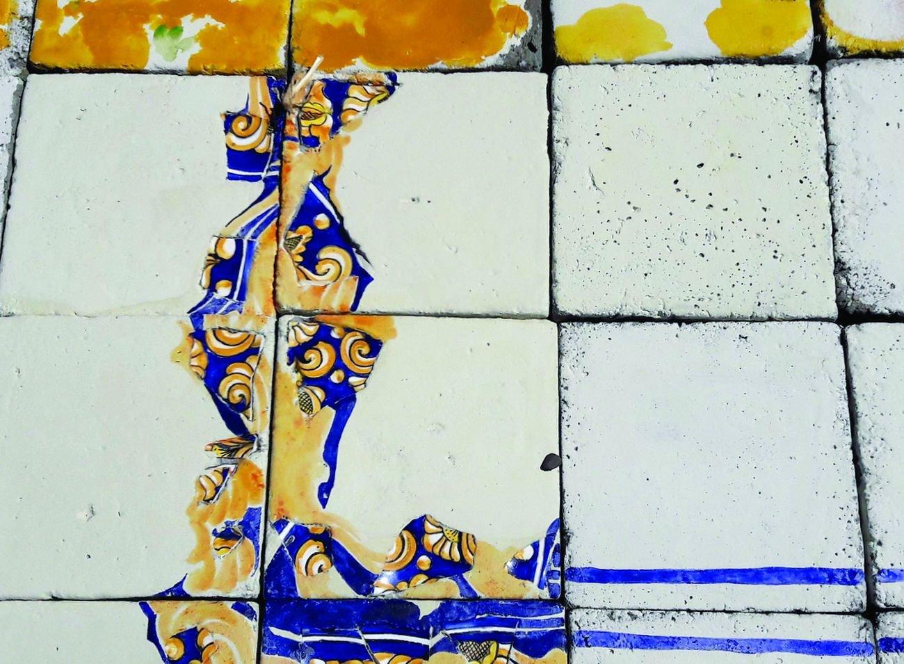 Francesca Ferreri, Floor, detail, 2017, frammenti ceramici, gesso, cemento, pigmenti, resina consolidante, courtesy dell'artista