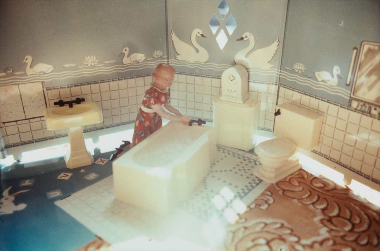 Laurie Simmons, First Bathroom-Woman Kneeling, 1978. Solomon R. Guggenheim Museum, New York © Laurie Simmons